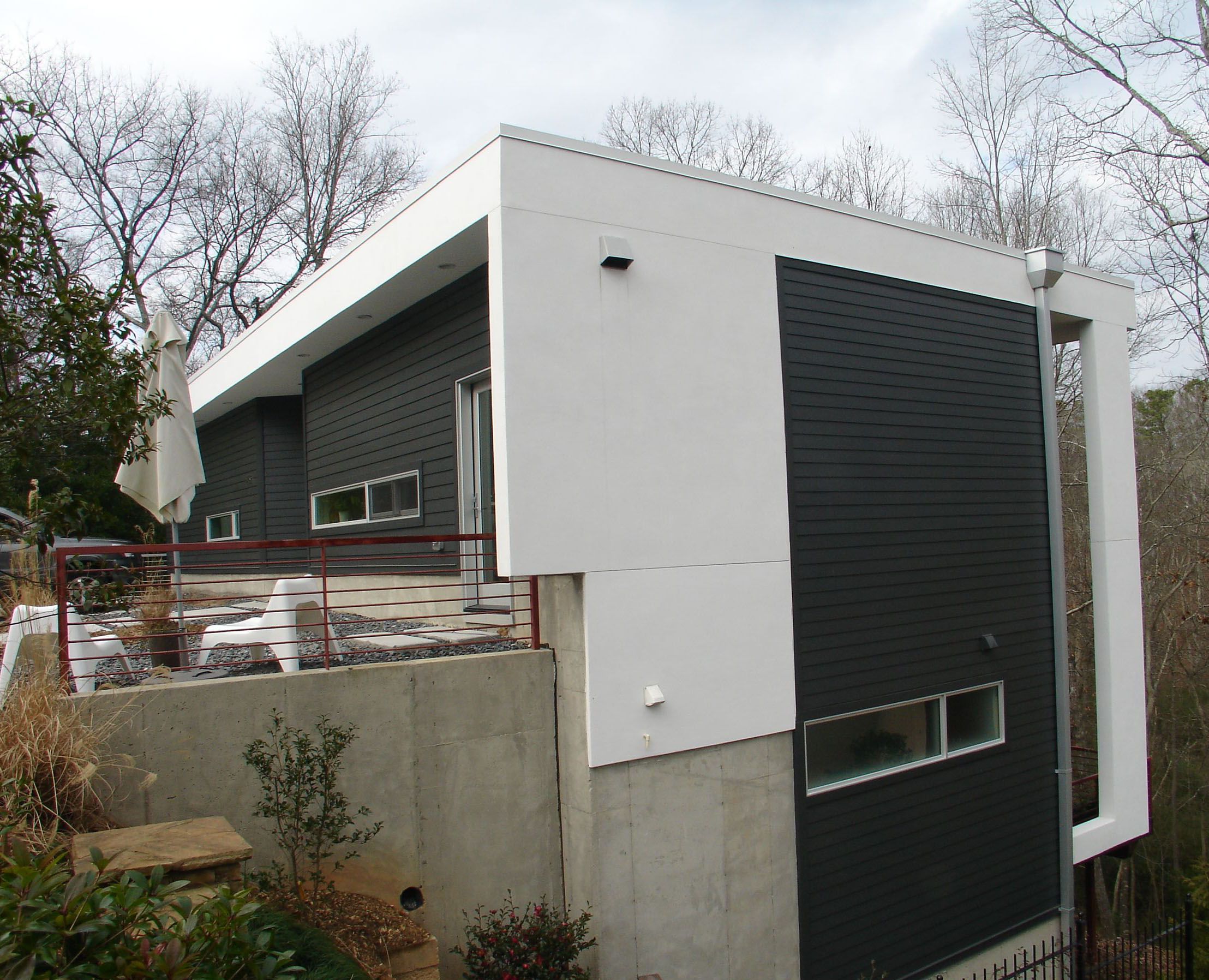 Roma featured in a thoroughly modern home roma eco for Modern stucco house